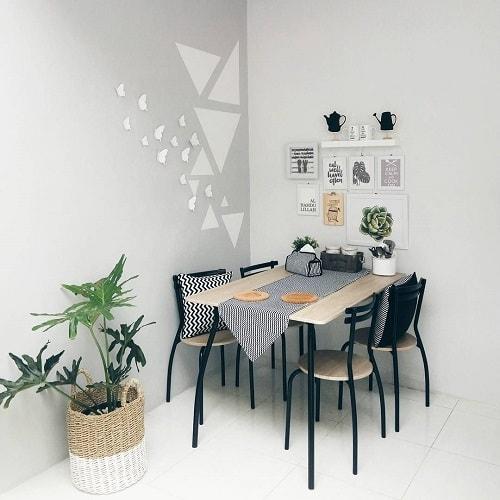 Ruang Makan Bergaya Minimalis